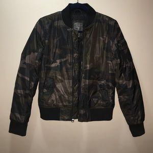 Guess - Long-Sleeve Camo-Print Bomber Jacket